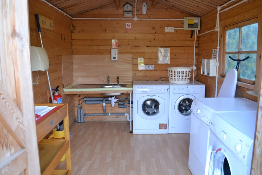 <b>Campsite Photo:</b><br>Laundry Room (2x &pound;1 coin operated washing machines & &pound;1 coin operated tumble dryers)